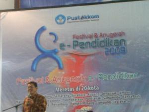 Bpk Drs. Lilik Gani MM (Direktur Pustekkon Diknas) sebagai Keynote speech